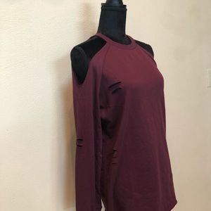 Cold Shoulder long sleeve sweater. Perfect for🍁🍂